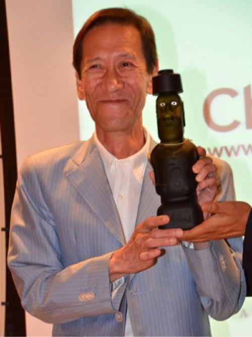 モアイ像似の斎藤洋介、イースター島があるチリの初代観光親善大使に
