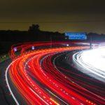高速道路で事故を起こしたときの正しい対処法とは?【安全に通報】