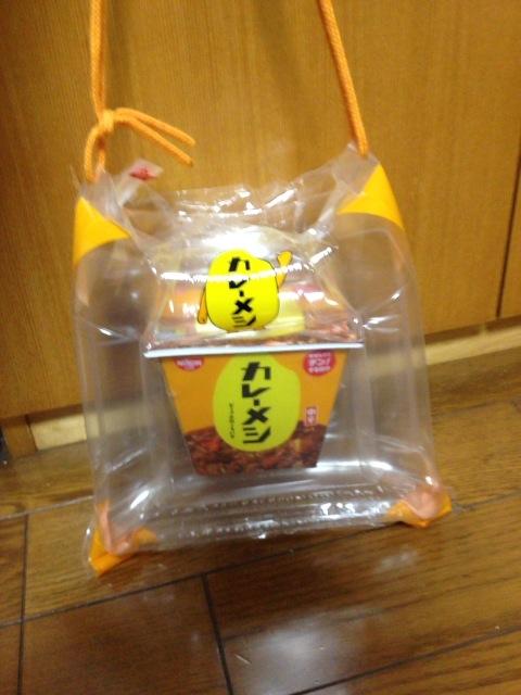 進化した日清の「カレーメシ」渋谷でのゲリラ配布に遭遇!とっても太っ腹なまるごと一個配布